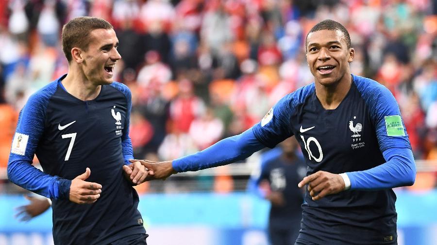 Griezmann e Mbappé comemoram gol da França - AFP PHOTO / Anne-Christine POUJOULAT