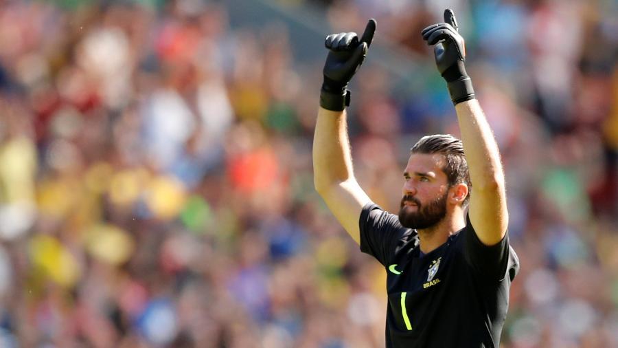 Alisson atuou em Anfield pela seleção brasileira diante da Croácia - Andrew Boyers/Reuters