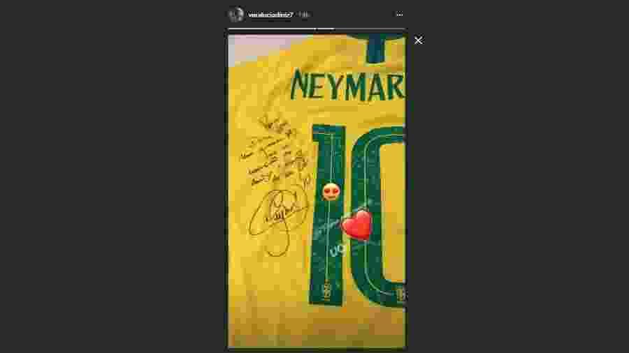 04732d4a5b Mãe de Gabriel Jesus ganha presente de Neymar e diz