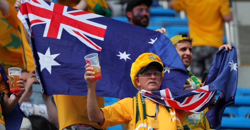 Torcedores da Austrália antes do duelo contra o Peru, em Sochi