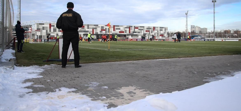 Seleção brasileira treinou com neve nesta quarta-feira em Moscou - Pedro Martins/MoWa Press/Divulgação