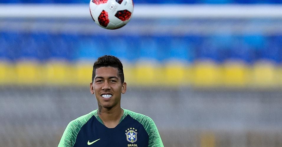 Firmino, durante treino da seleção brasileira