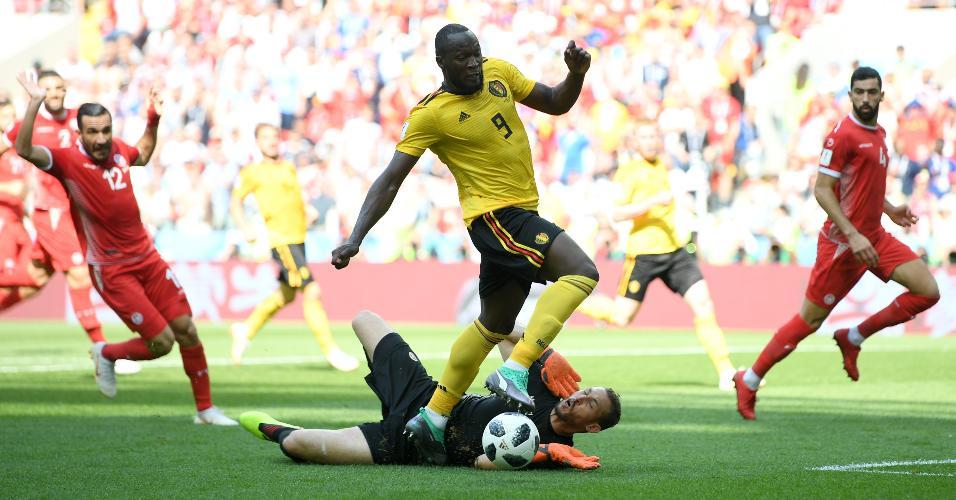Romelu Lukaku divide com Farouk Ben Mustapha em jogo Bélgica x Tunísia