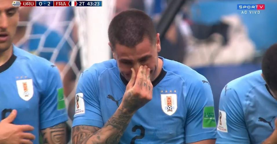 José Giménez chorando em partida contra a França