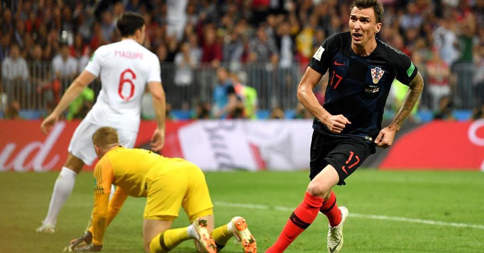 Mario Mandzukic, da Croácia, comemora depois de marcar segundo gol de sua equipe em semifinal contra a Inglaterra