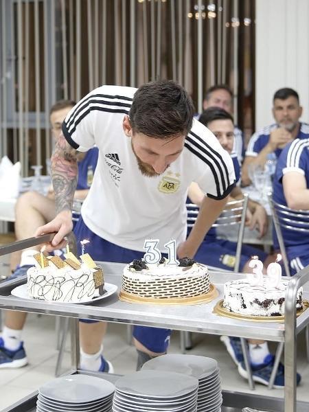Messi apaga a vela na festa pelos 31 anos de idade - Divulgação/AFA