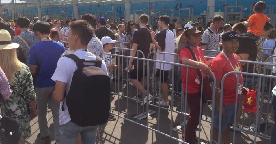 Faltando 55min para Bélgica e Inglaterra, fila nos portões de entrada se torna bem grande