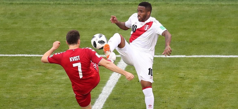 Camisa 10 do Peru, Jefferson Farfán acabou internado depois de um choque no treino - Ricardo Moraes/Reuters