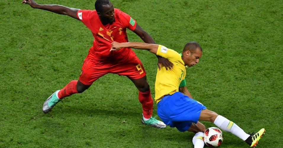 Miranda Lukaku duelo disputa de bola