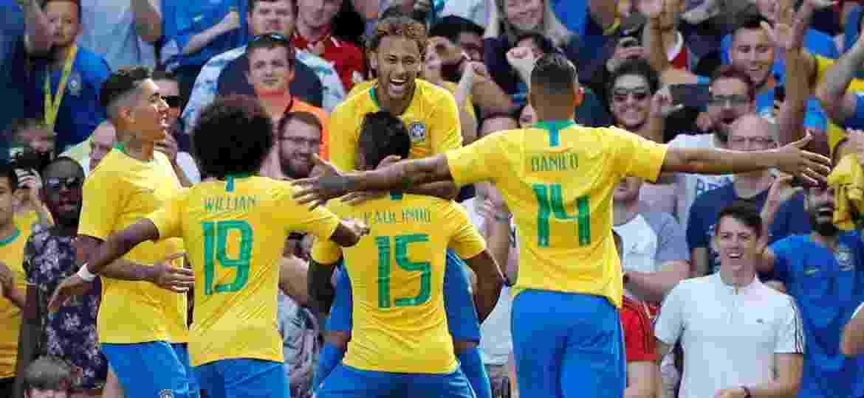 Seleção brasileira comemora gol de Neymar contra a Croácia - Andrew Boyers/Reuters