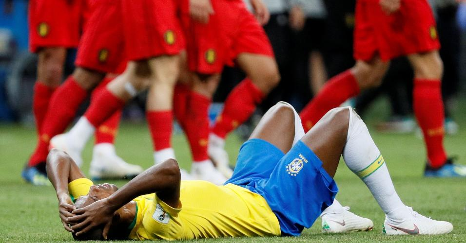 Fernandinho se lamenta após eliminação do Brasil para a Bélgica