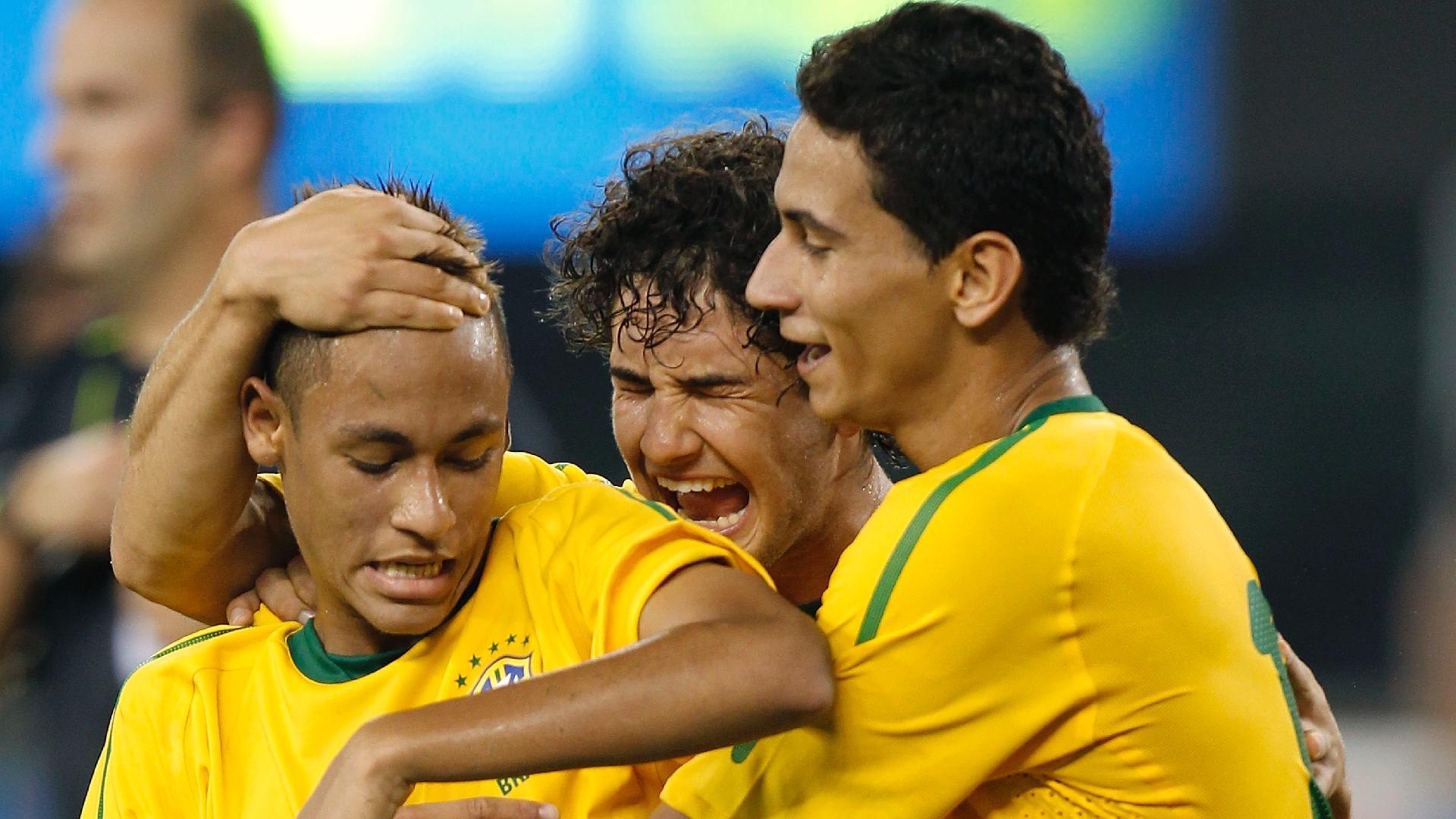 Neymar, Pato e Ganso comemoram gol do Brasil contra os Estados Unidos, em 2010