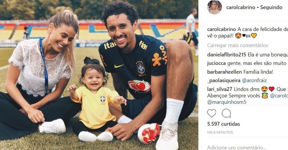 Marquinhos curte momento com esposa e filha, após treino da seleção