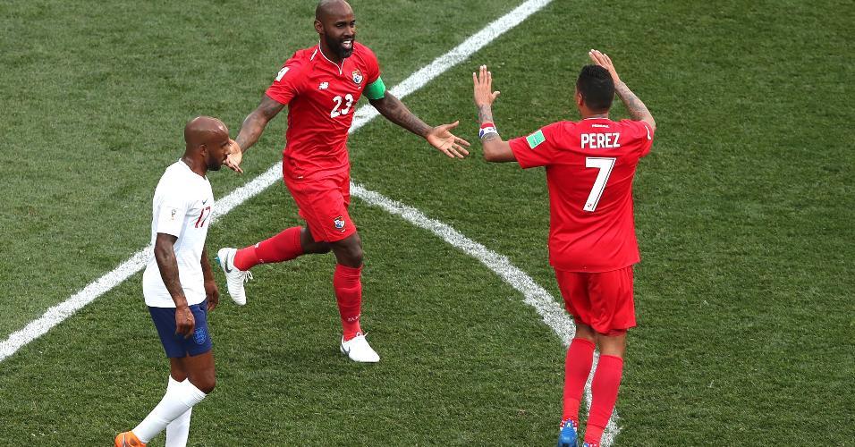 Felipe Baloy comemora após marcar gol para o Panamá sobre a Inglaterra
