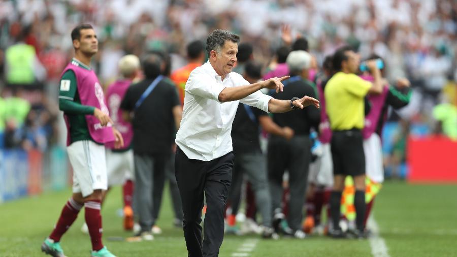 Juan Carlos Osorio, técnico do México, durante a partida contra a Alemanha - Clive Rose - 17.jun.2018/Getty Images
