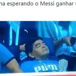 Depois de tudo isso, Maradona ficou cansado e resolveu tirar uma soneca - Reprodução/Twitter