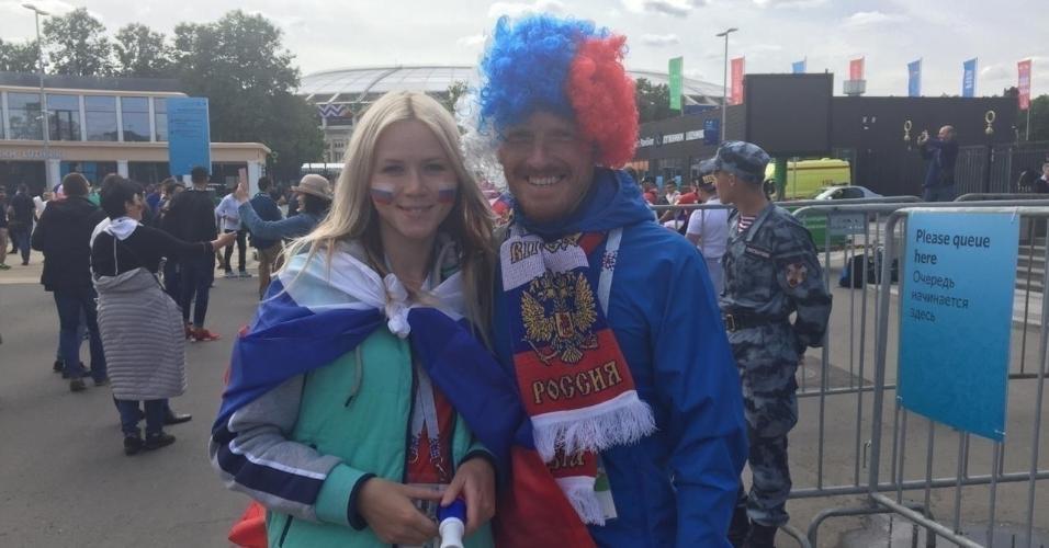 Torcedores da Rússia no entorno do estádio Luzhniki em que se realizará a abertura da Copa