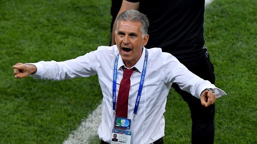 Carlos Queiroz, técnico do Irã, pede a interferência do árbitro de vídeo em jogo contra Portugal - Hector Vivas/Getty Images