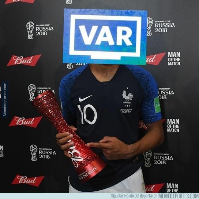 A França se sagrou bicampeã do mundo com uma grande vitória sobre a Croácia, e o VAR foi eleito o melhor em campo pela internet