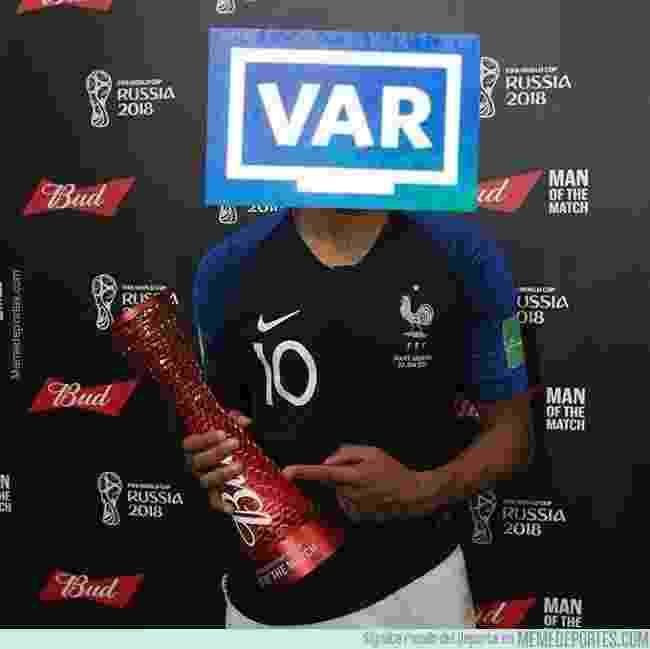 A França se sagrou bicampeã do mundo com uma grande vitória sobre a Croácia, e o VAR foi eleito o melhor em campo pela internet - Reprodução/Twitter