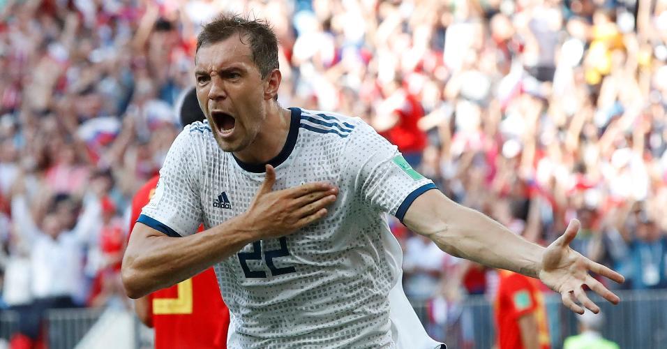 Artem Dzyuba comemora o gol de empate da Rússia, de pênalti, contra a Espanha