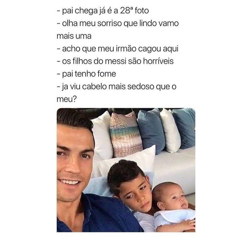 Cristiano Ronaldo posando com os filhos