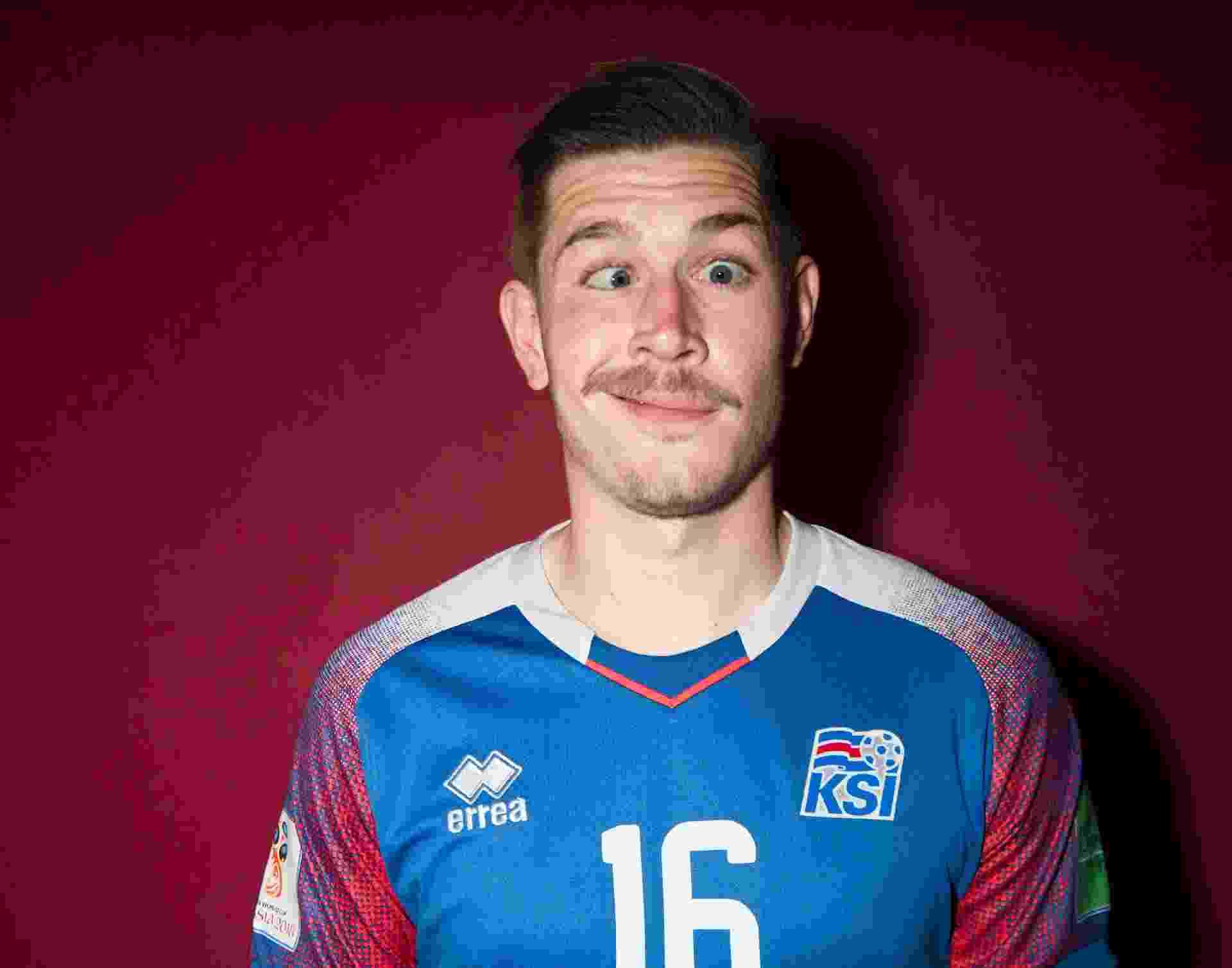 Olafur Skulason, da Islândia, era só graça na sessão de fotos. Teve careta... - Stuart Franklin - FIFA/FIFA via Getty Images