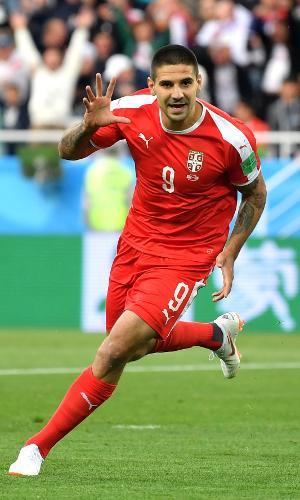 Aleksandar Mitrovic abriu o placar para a Sérvia contra a Suíça