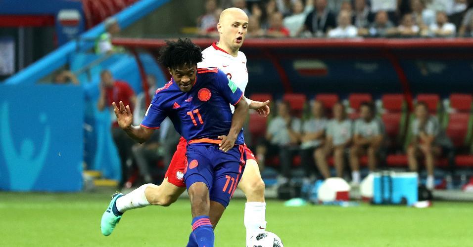 Juan Guillermo Cuadrado recebe passe e faz o terceiro gol da Colômbia contra a Polônia