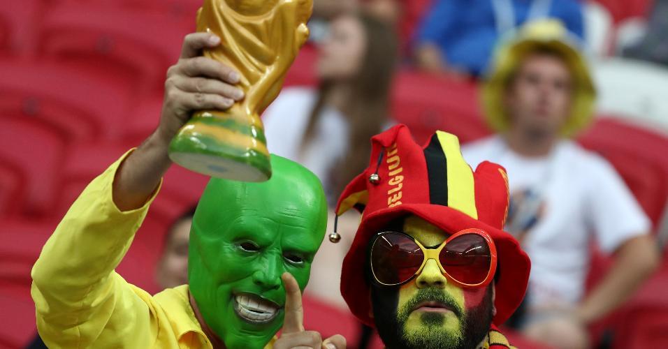 Torcedores de Brasil e Bélgica posam para foto antes de jogo das quartas de final