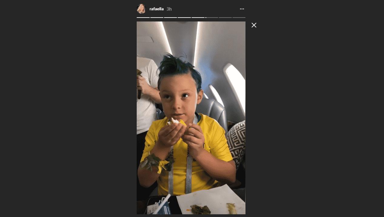 Davi Lucca, filho de Neymar, entrou no clima da seleção e exibiu cabelo verde em viagem para Moscou - Reprodução/Instagram