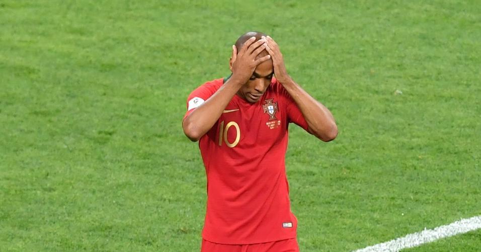 João Mario lamenta chance perdida por Portugal após falha da zaga do Irã