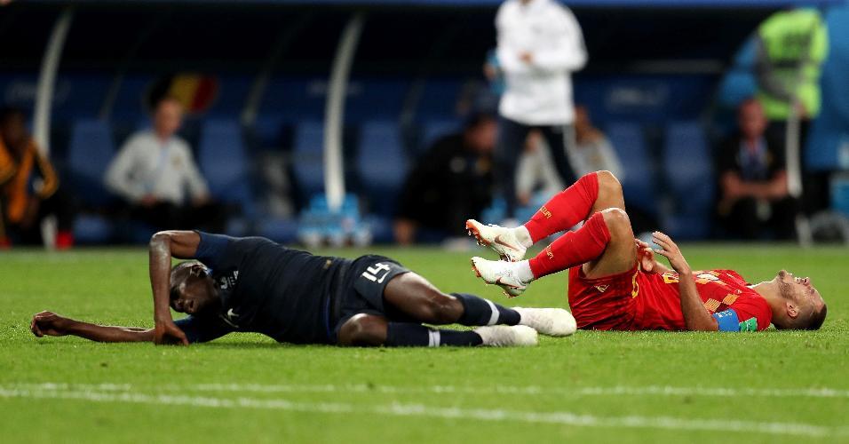Eden Hazard, da Bélgica, e Blaise Matuidi, da França, no chão depois de lance disputado