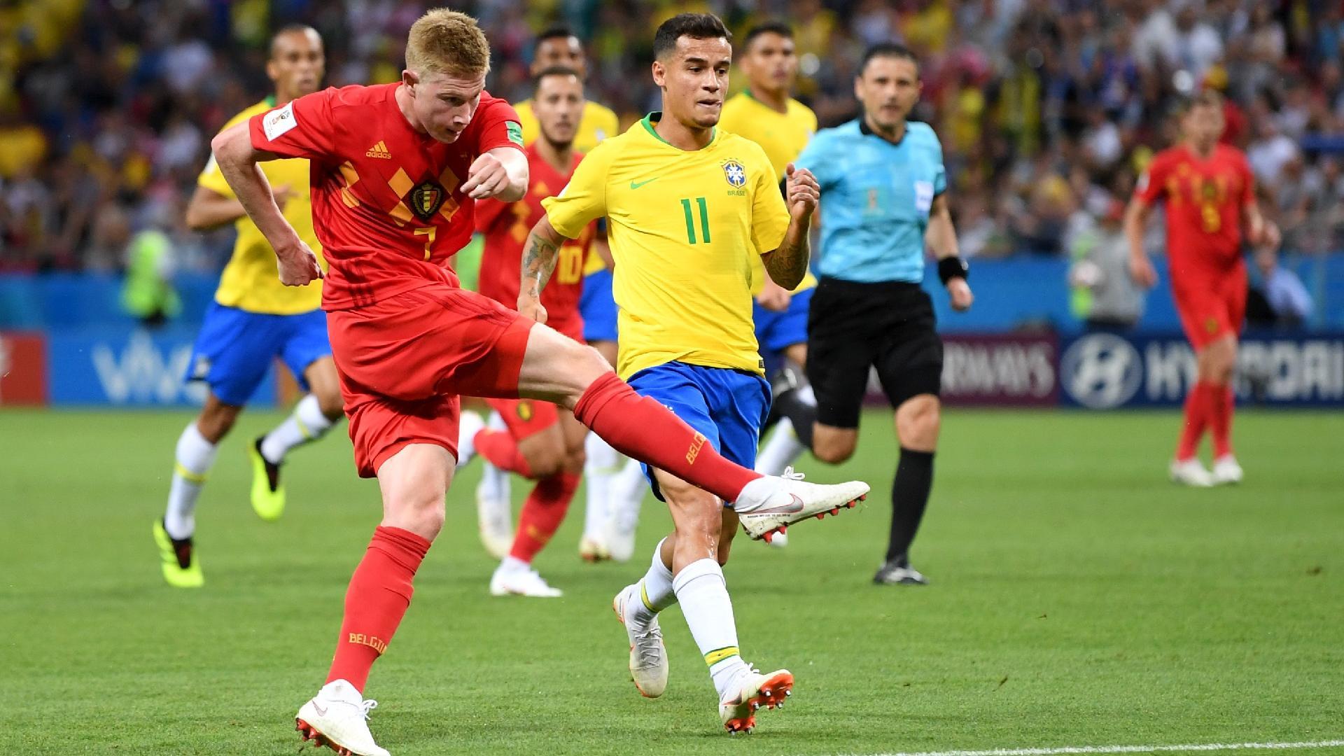 Chute de De Bruyne vai no gol de Alisson no jogo entre Brasil e Bélgica