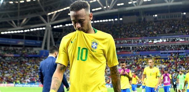 Neymar sai do gramado cabisbaixo; atuação na Copa reflete em sua imagem nas redes