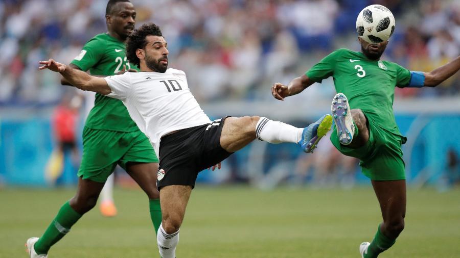 Salah finaliza para marcar o gol diante da seleção da Arábia Saudita - Reuters