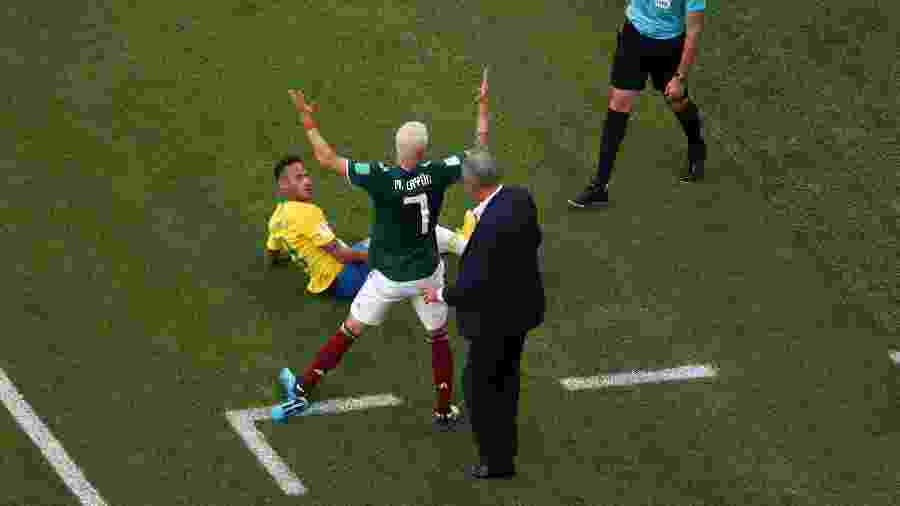 1aa7270358 Maradona questiona reação de Neymar após pisão de jogador mexicano ...