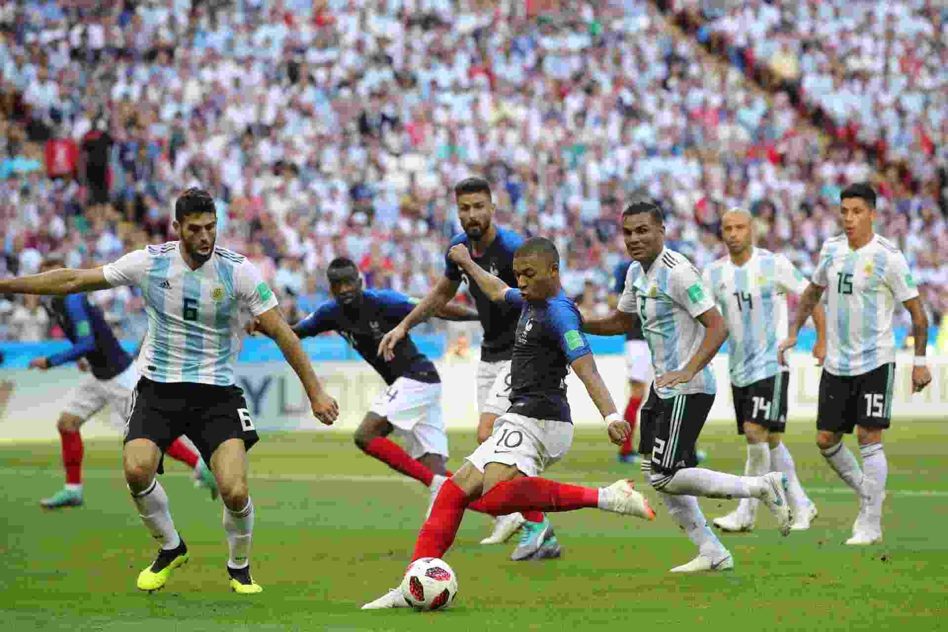 Mbappé invade a área e chuta para fazer o 3º e colocar a França na frente contra a Argentina - Alexander Hassenstein/Getty Images