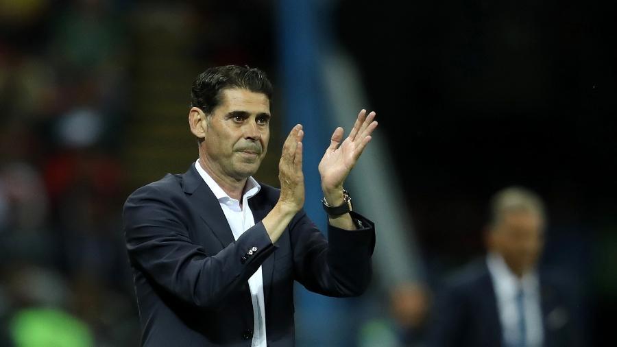 O técnico Fernando Hierro orienta os jogadores da Espanha  - Richard Heathcote/Getty Images