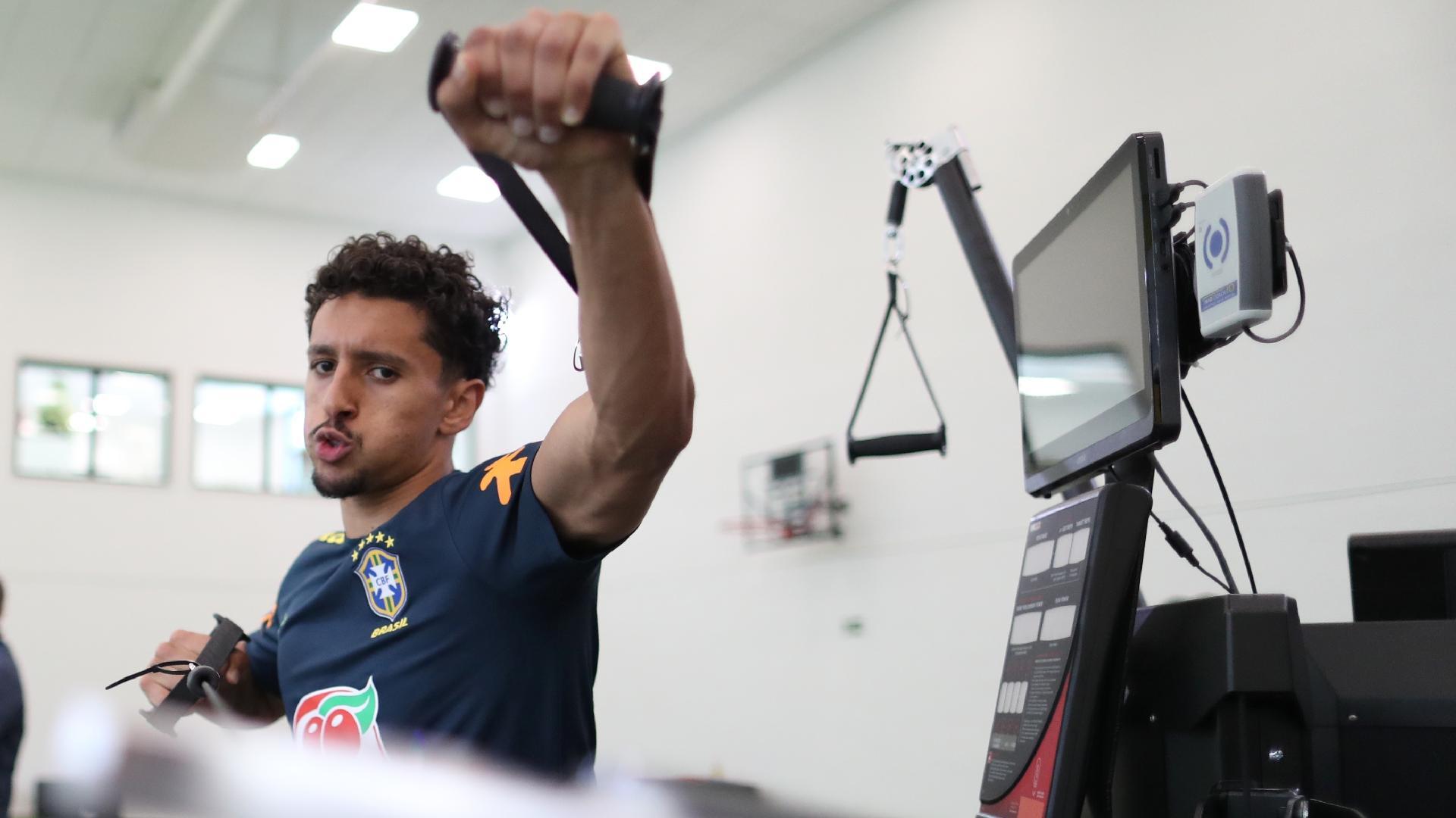 Marquinhos participa de treino físico na academia da Granja Comary