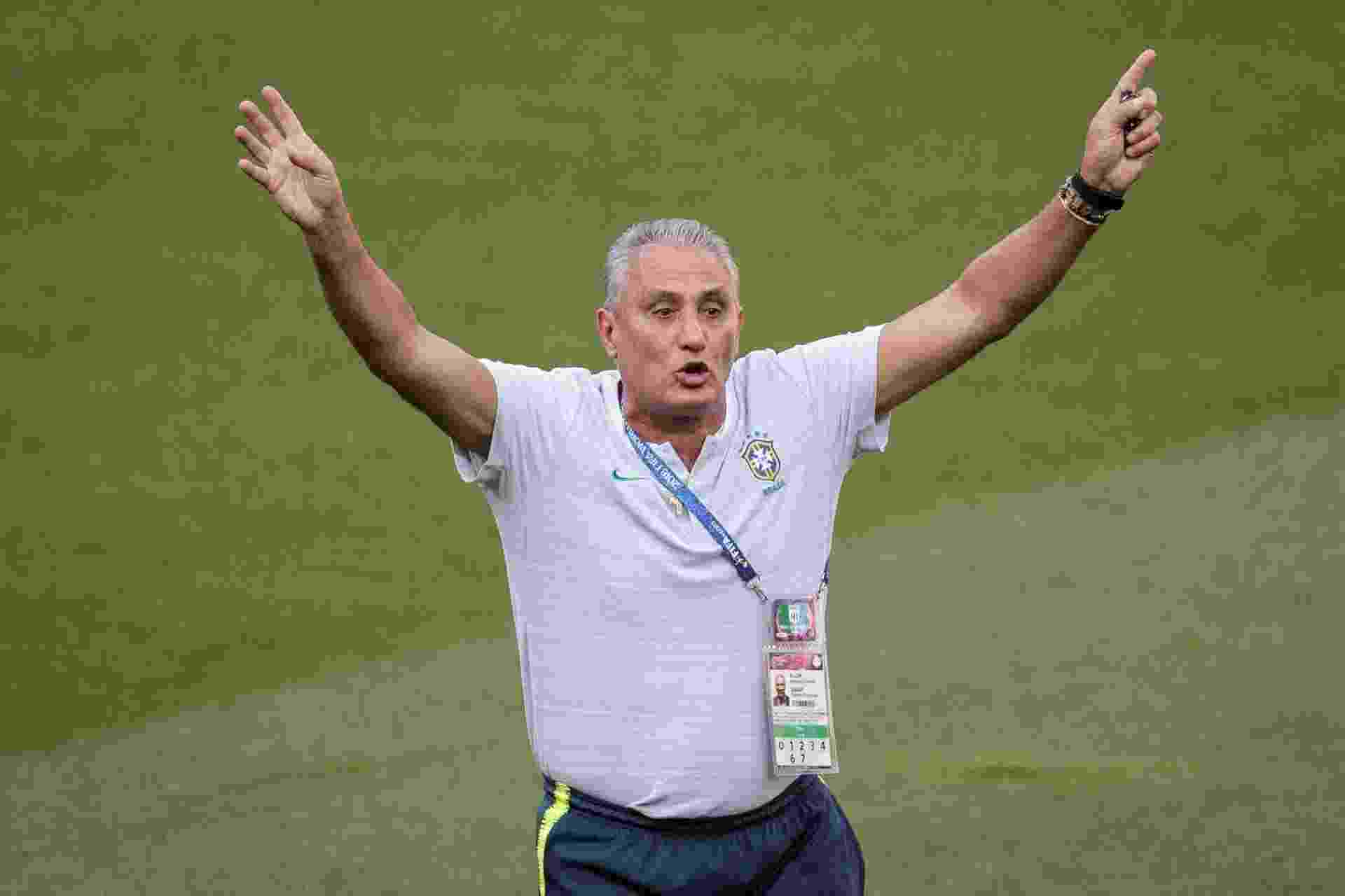 Tite gesticula durante treino da seleção brasileira - Pedro Martins / MoWA Press
