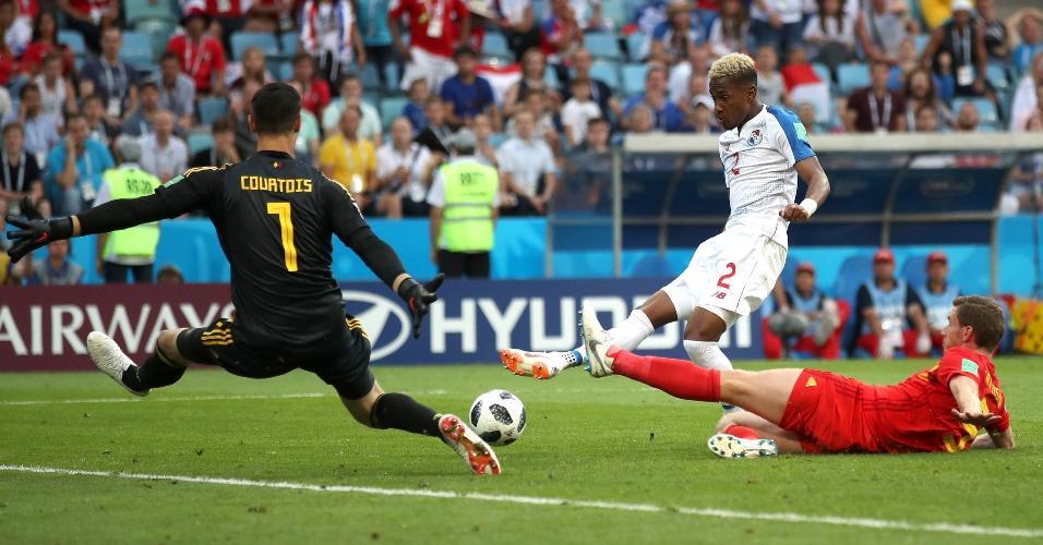 Goleiro da Bélgica, Courtois faz boa defesa após chute de  Michael Murillo, da seleção do Panamá