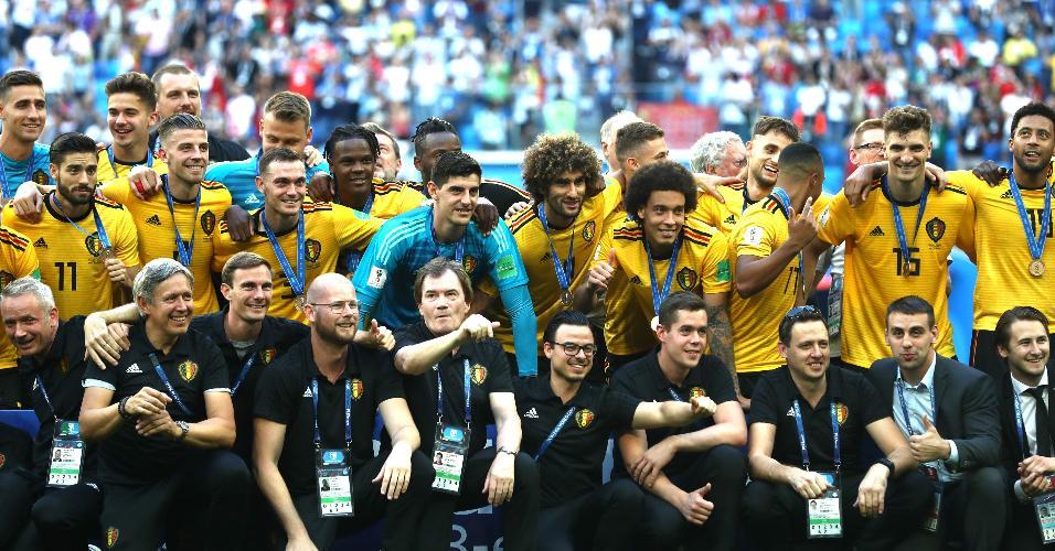 Elenco da Bélgica se reúne para celebrar terceira colocação após vitória contra a Inglaterra