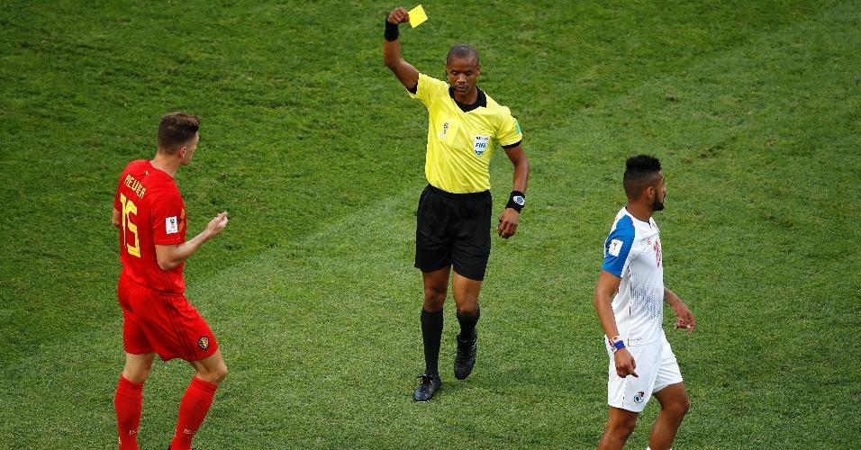 Thomas Meunier, da Bélgica, recebe cartão amarelo na partida contra o Panamá