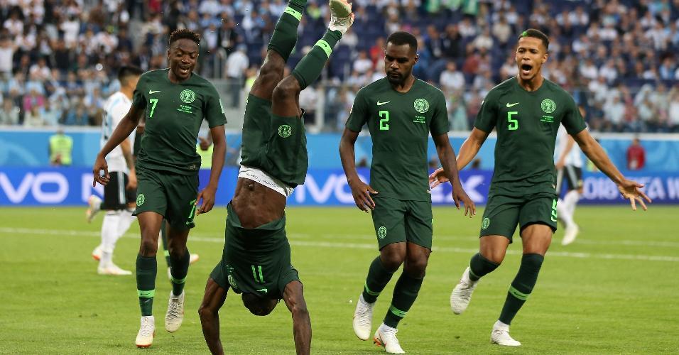 Victor Moses celebra gol da Nigéria contra a Argentina dando piruetas