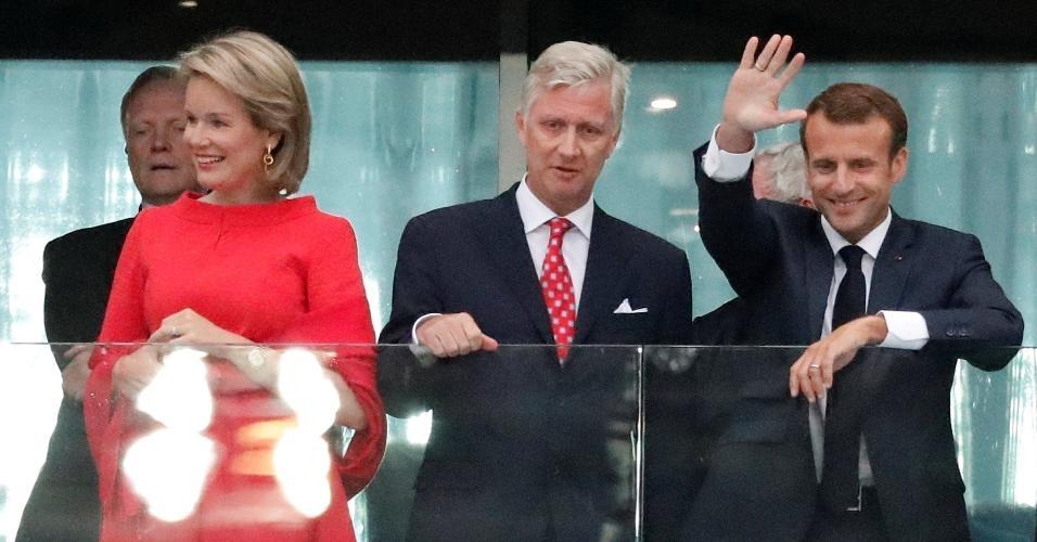 Mathilde e Philippe, reis da Bélgica, acompanham a partida ao lado de Emmanuel Macron, presidente da França