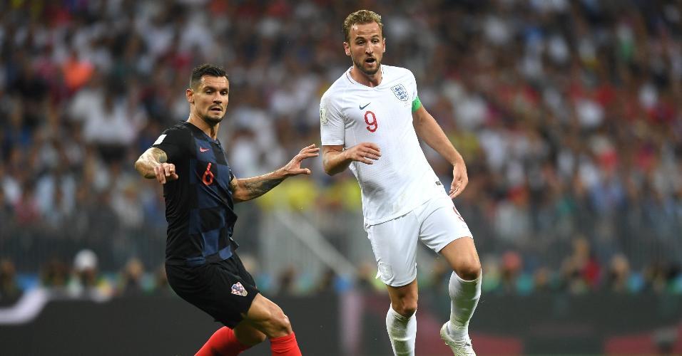Harry Kane, da Inglaterra, é desafiado por Dejan Lovren, da Croácia