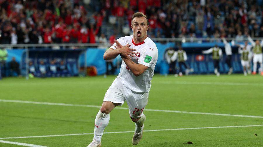 Xherdan Shaqiri comemora gol da virada da Suíça contra a Sérvia - Clive Rose/Getty Images