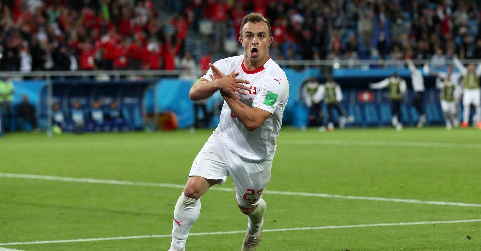 Xherdan Shaqiri comemora gol da virada da Suíça contra a Sérvia