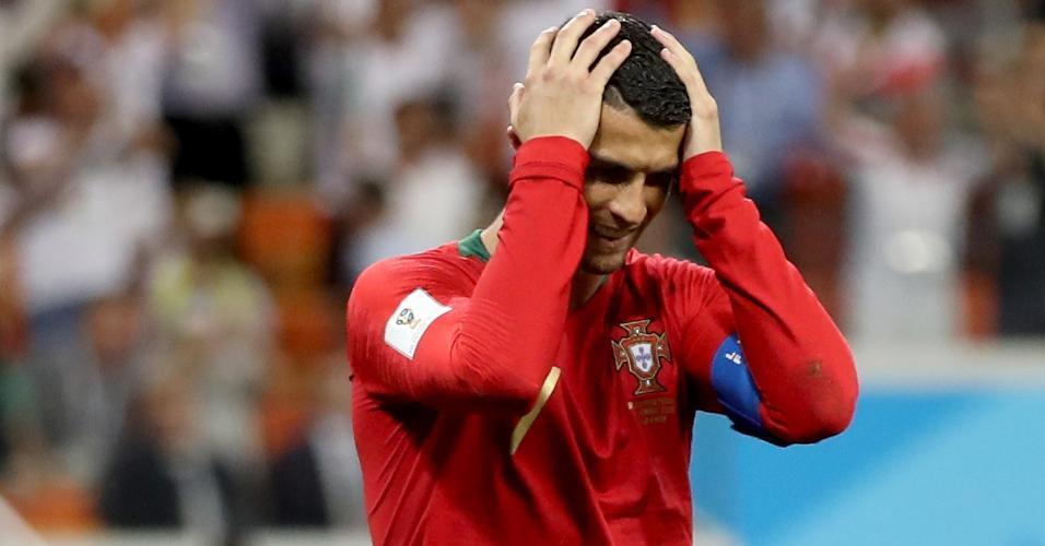 Cristiano Ronaldo lamenta cobrança de pênalti perdida durante duelo entre Irã e Portugal